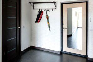 Преимущества входных металлических дверей с винилискожей