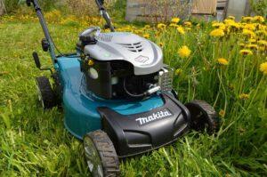 Преимущества использования газонокосилки